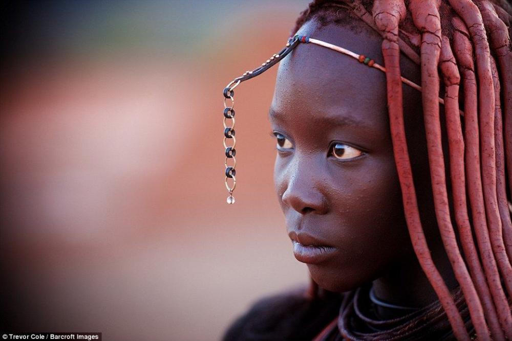 Hiện nay, bộ tộc Himba được bảo vệ bởi Chính phủ nước này, đối với khách tham quan chỉ được tiếp xúc với họ ở một giới hạn nhất định theo những quy định nghiêm ngặt được đặt ra.