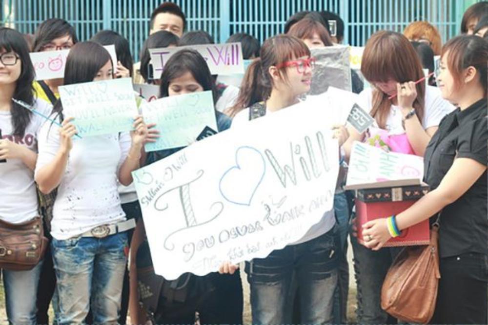 """Năm 2011, các fan còn đứng biểu tình phản đối Ngô Thanh Vân, yêu cầu """"đả nữ"""" giải thích về việc mất tích của thành viên Will."""