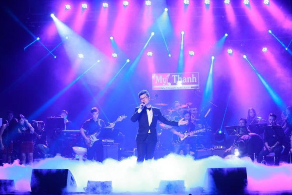 Đinh Mạnh Ninh Live là dự án do nhạc sĩ Hồng Kiên chỉ đạo nghệ thuật. Các bài hát trong chương trình là sản phẩm của sự hợp tác sáng tạo giữa ca sỹ - nhạc sỹ Đinh Mạnh Ninh với các nhạc sỹ Hồng Kiên, Thành Vương và Hoàng Anh Minh.