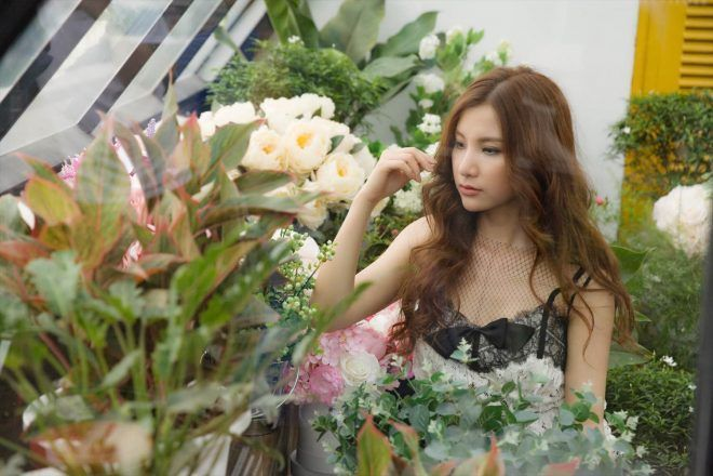 Đây là một sáng tác mới của nhạc sĩ Tăng Nhật Tuệ - Cô gái ơi… Đừng khóc.