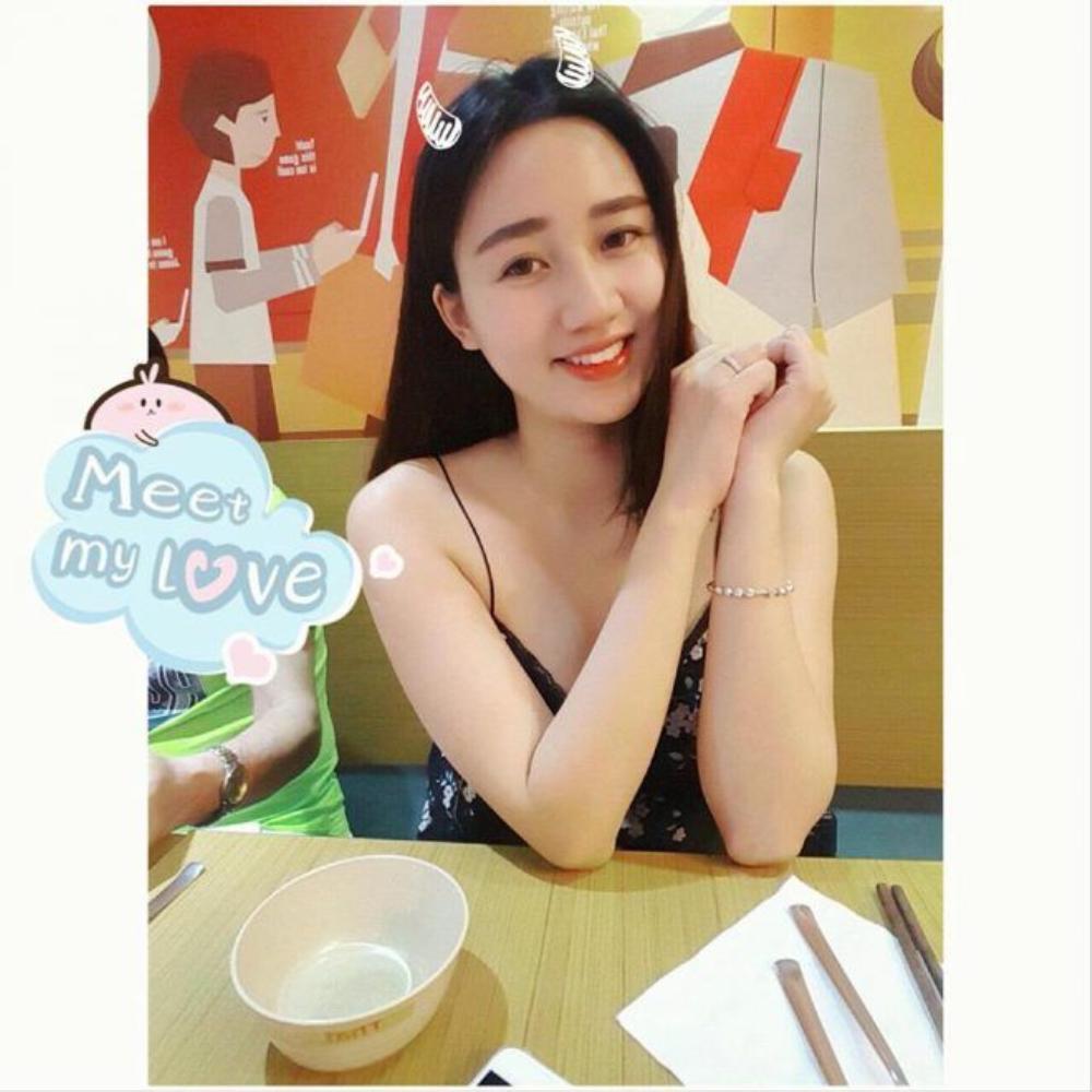 Hình ảnh xinh đẹp của Á hậu Hoa hậu Hoàn vũ Việt Nam trước ngày sinh con.