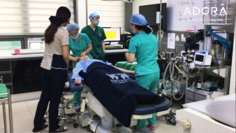 Mắt và mũi Dany được thực hiện phẫu thuật tại Hàn Quốc. Chi phí cho hai ca tiểu phẫu khoảng 250 triệu đồng.