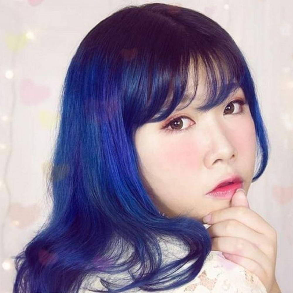 Iwasaka Miyuki (20 tuổi) là một blogger dạy trang điểm trên mạng xã hội. Cô nàng có gương mặt mũm mĩm, tròn xinh và trắng sáng.
