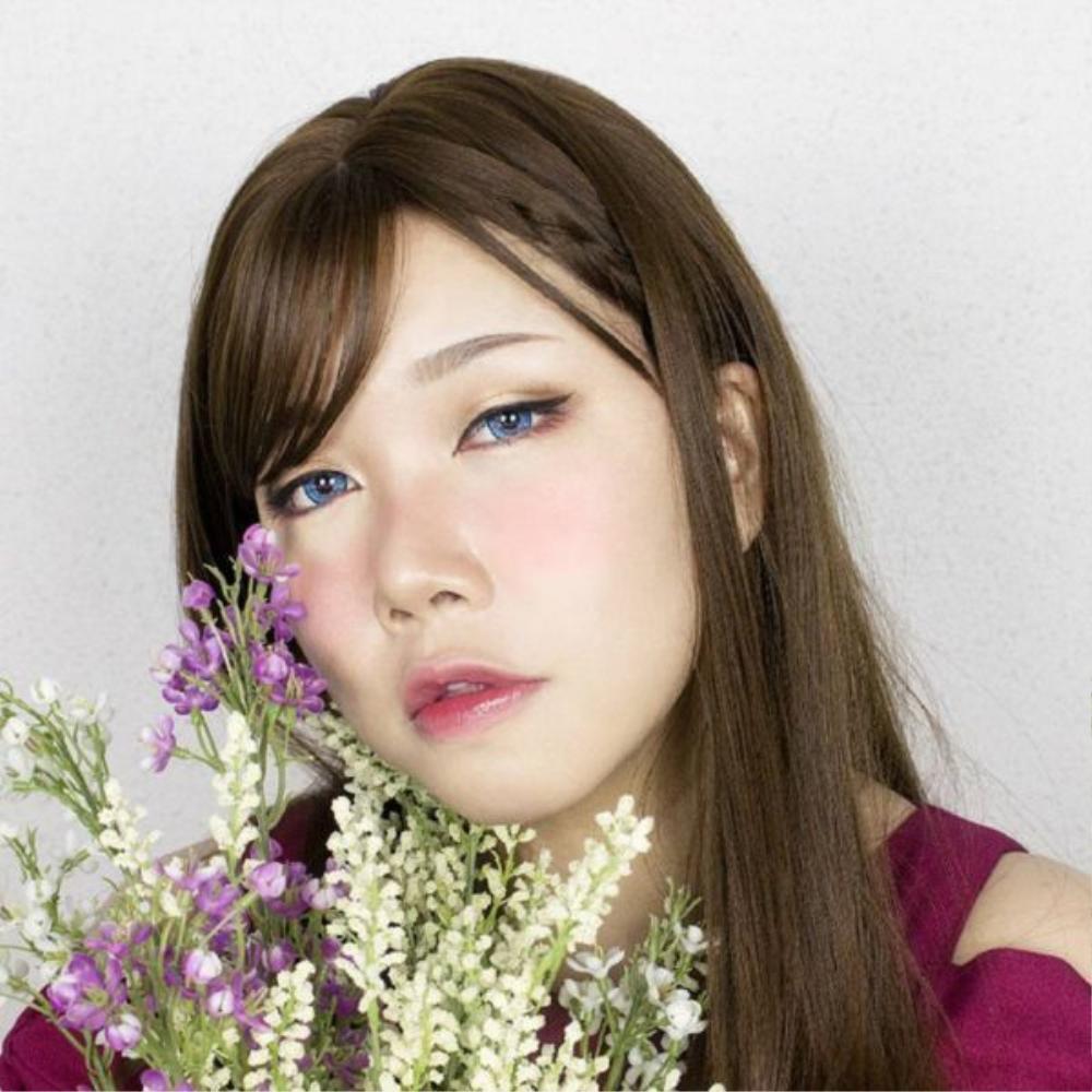 """Phong cách trang điểm của Miyuki ảnh hưởng rất nhiều từ nước Nhật, bởi cô nàng là một tín đồ cosplay. Nàng béo cũng rất chuộng kiểu make up """"say rượu"""" 2 má ửng hồng của giới trẻ Nhật."""