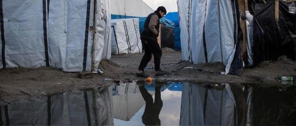 """Khu lán trại tạm bợ của người nhập cư bất hợp pháp tại """"Rừng"""" ở Calais (Pháp)"""
