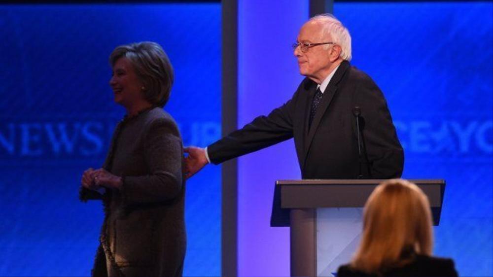 Bà Hillary Clinton và cựu đối thủ Bernie Sanders