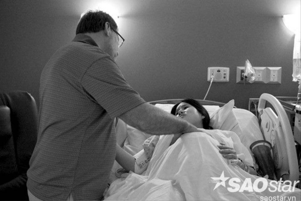 """12 tiếng trong phòng sinh nhưng em bé vẫn """"lì lợm"""" khiến các bác sĩ phải quyết định sinh mổ."""