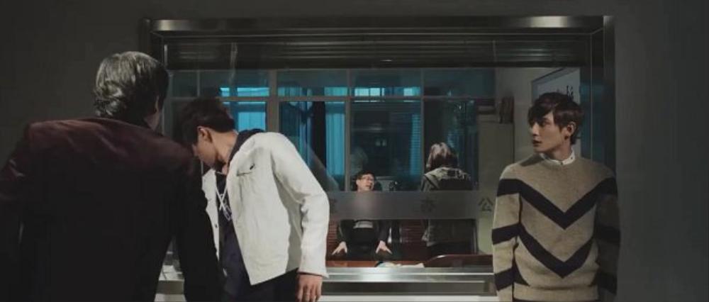 Phát hiện con trai có quan hệ đồng tính làm xấu mặt gia đình, ba của Lục Phong tỏ ra vô cùng giận dữ.