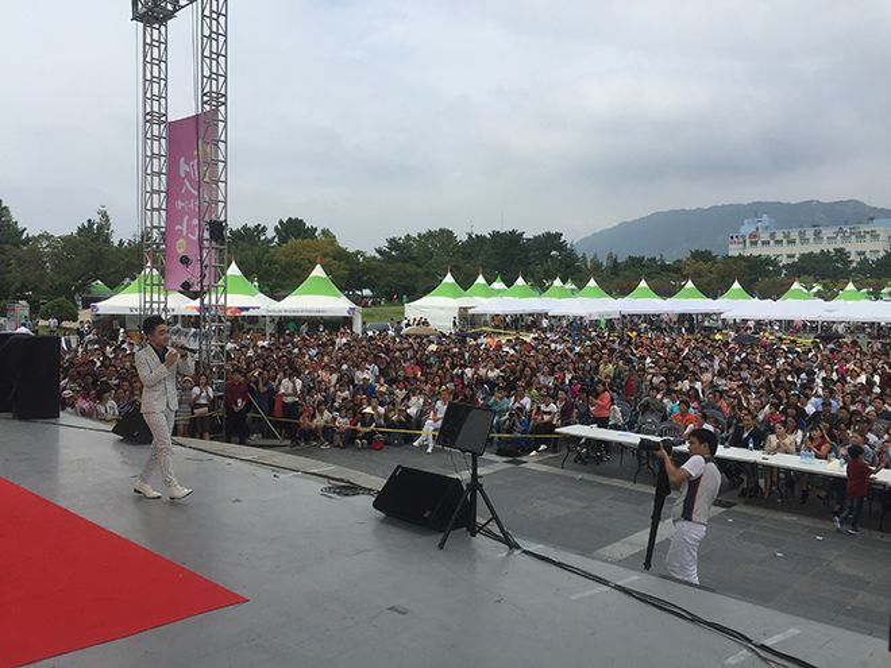 Trung Quang lần đầu đến Hàn Quốc, nhưng đã được mọi người biết đến và ủng hộ rất nhiều.