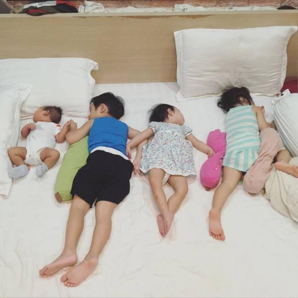 Các bé Rio, Cherry, Sunny, và Mio khiến các fan mê mẩn. Mỗi khoảnh khắc Minh Hà chia sẻ trên Facebook đều thu hút hàng nghìn lượt yêu thích.