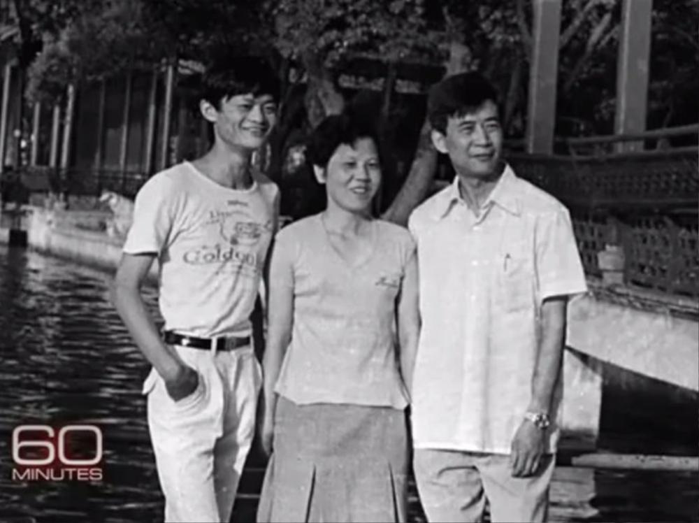 Sau khi học hết trung học, Jack Ma thi đại học nhưng trượt hai lần. Đến lần thứ ba, ông đỗ vào Học viện Sư phạm Hàng Châu và tốt nghiệp năm 1988.