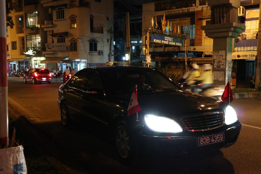 Đoàn xe chở Thủ tướng Trudeau đi chạy bộ. Ảnh: Liêu Lãm/Zing.vn.