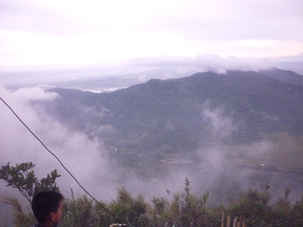 Thiên Cấm Sơn (núi Ông Cấm): Có độ cao 716 m, dài 7.500 m, đây là ngọn núi cao nhất trong dãy Thất Sơn, và cũng là ngọn núi thiêng nhất trong vùng Bảy Núi. Thiên Cấm Sơn đã có đường xe chạy lên núi, và mới đây vừa khai trương tuyến cáp treo lên hồ Thủy Liêm. Muốn lên núi, bạn có thể đi bộ theo các lối mòn trong rừng, hoặc đi xe khách lữ hành. Trên núi có một hồ chứa nước thiên nhiên rất rộng và đẹp, gọi là hồ Thủy Liêm.