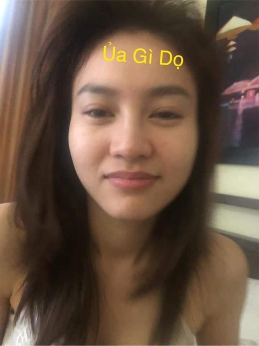 Bị chụp lén mặt mộc 100%: Thủy Tiên, Lan Ngọc gây ngỡ ngàng vì nhan sắc thực sự