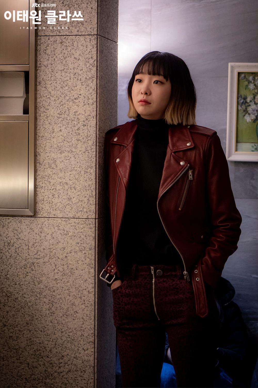 Hội chị đại mới được khai quật trên màn ảnh Hàn  bà chủ IU và trưởng phòng marketing khu Itaewon Kim Da Mi không thể thiếu