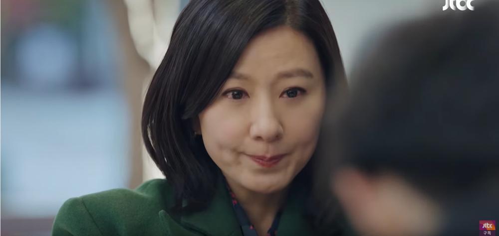Sun Woo cố tỏ ra mình ổn khi nhìn thấy Tae Oh và Da Kyung đi cùng nhau