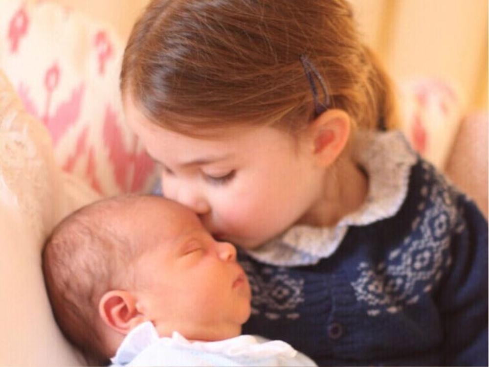 Đạo luật kế vị đã được thay đổi vào năm 2015. Trước khi thay đổi, con trai út của hoàng tử William và Kate Middleton, hoàng tử Louis đứng trước chị gái mình là công chúa Charlotte trong hàng ngũ kế vị. Nhưng giờ công chúa Charlotte xếp thứ tư và hoàng tử Louis xếp thứ năm.