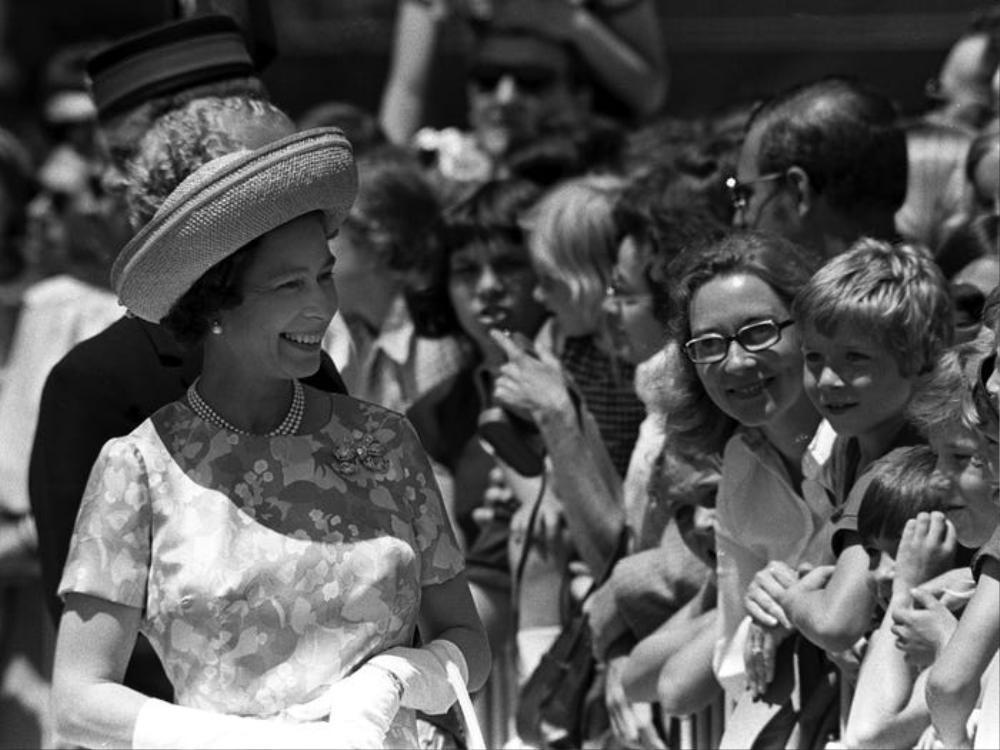 Hoàng gia thường giữ khoảng cách với dân chúng.
