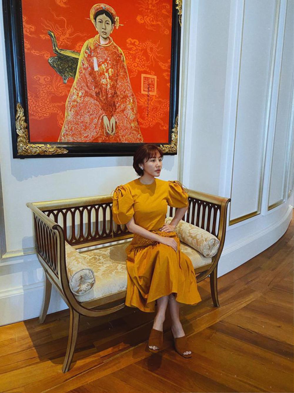 Văn Mai Hương bị soi thân hình mập mạp khác xa trên poster cùng thời trang gây tranh cãi Ảnh 10