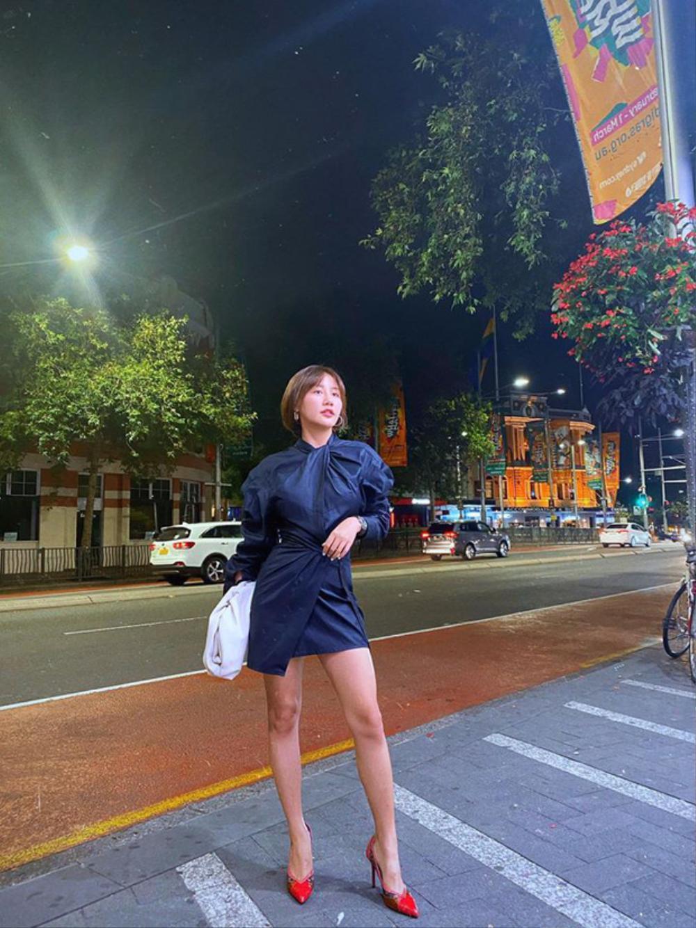 Văn Mai Hương bị soi thân hình mập mạp khác xa trên poster cùng thời trang gây tranh cãi Ảnh 9