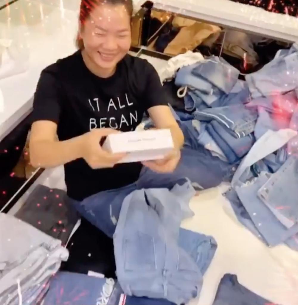 Ngọc Trinh khiến dân tình 'choáng váng' khi tặng quà 'xịn xò' cho người giúp việc nhân ngày sinh nhật Ảnh 3