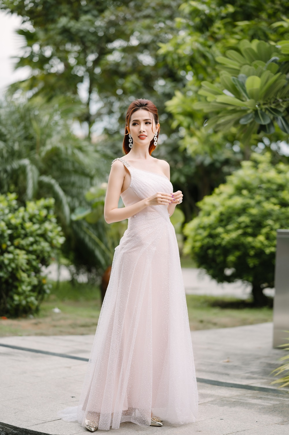 Phan Thị Mơ quyến rũ với váy mỏng manh thanh khiết như sương mai Ảnh 6