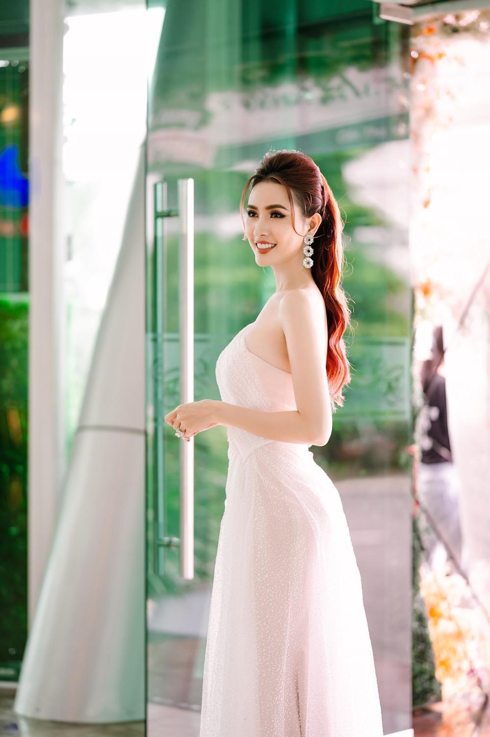 Phan Thị Mơ quyến rũ với váy mỏng manh thanh khiết như sương mai Ảnh 7