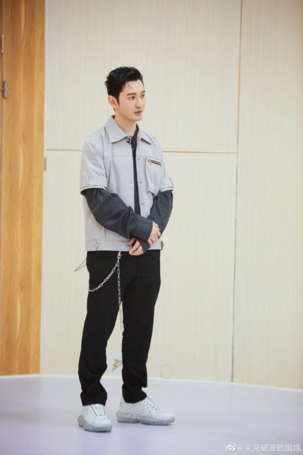 Văng mặt Chung Kết Sáng tạo doanh, fan tức giận mỉa mai Angelababy nên giải nghệ để chăm con Ảnh 2