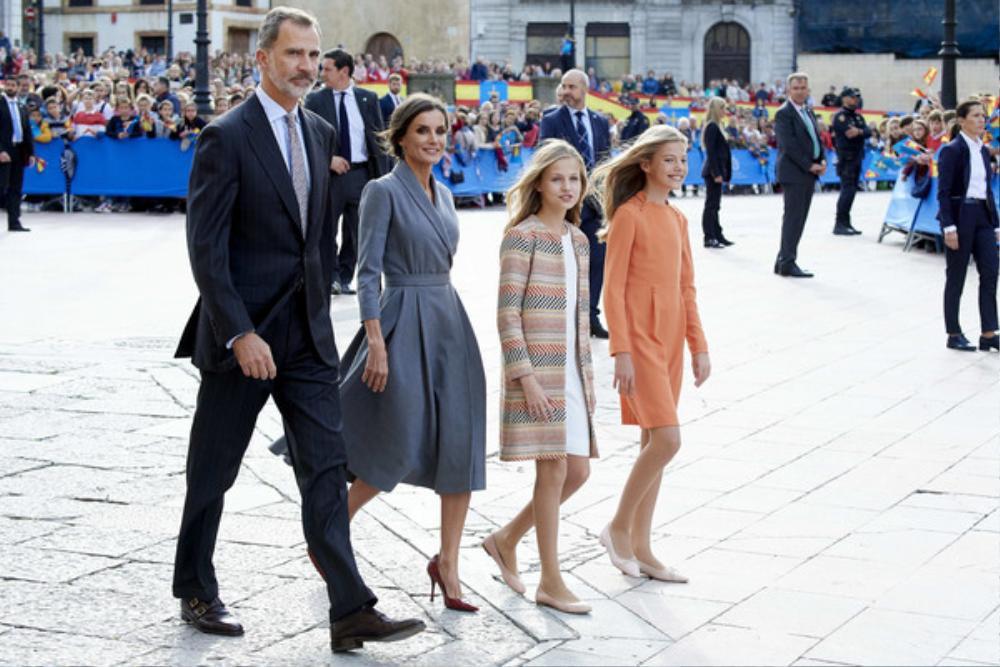 Bí ẩn tủ đồ Hoàng gia: 15 lần phụ nữ Hoàng gia khéo léo sửa lại quần áo cũ để tái sử dụng Ảnh 14
