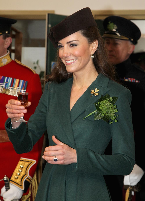 Bí ẩn tủ đồ Hoàng gia: 15 lần phụ nữ Hoàng gia khéo léo sửa lại quần áo cũ để tái sử dụng Ảnh 20