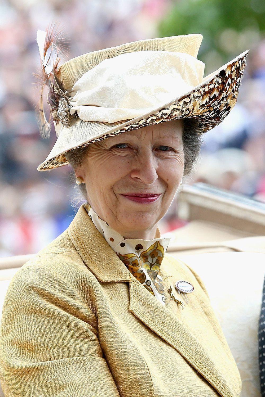 Bí ẩn tủ đồ Hoàng gia: 15 lần phụ nữ Hoàng gia khéo léo sửa lại quần áo cũ để tái sử dụng Ảnh 6