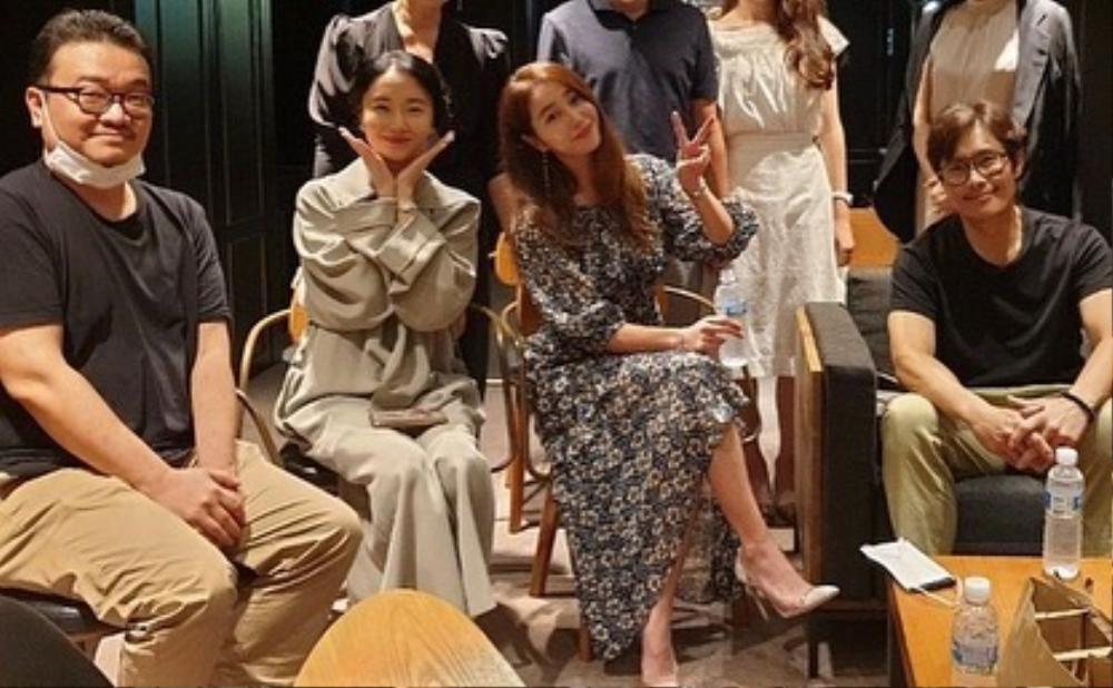 'Bán đảo Peninsula' đạt 3 triệu vé: Son Ye Ji - Lee Byung Hun, Seohyun cùng 15 sao Hàn kéo nhau đi xem Ảnh 4