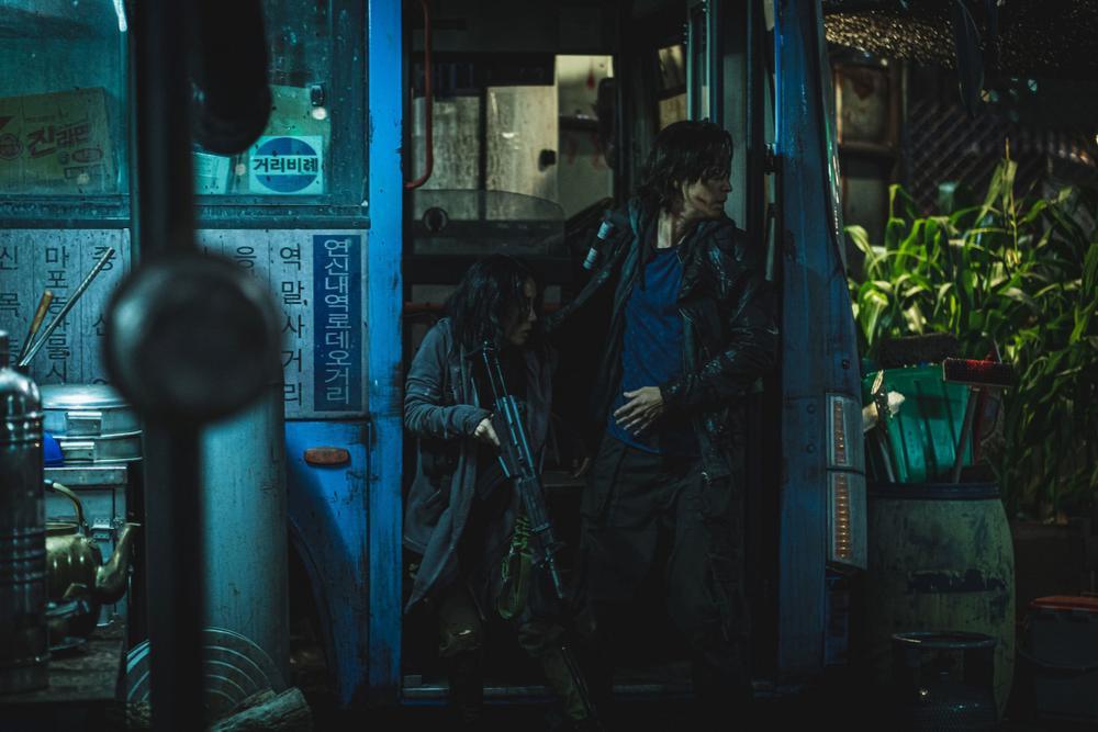 'Bán đảo Peninsula' đạt 3 triệu vé: Son Ye Ji - Lee Byung Hun, Seohyun cùng 15 sao Hàn kéo nhau đi xem Ảnh 1