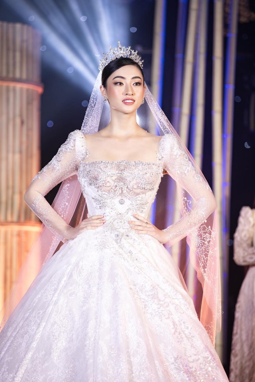 Lương Thùy Linh lập kỷ lục với chiếc váy cưới của NTK Anh Thư được đấu giá cao nhất lịch sử Vbiz Ảnh 3