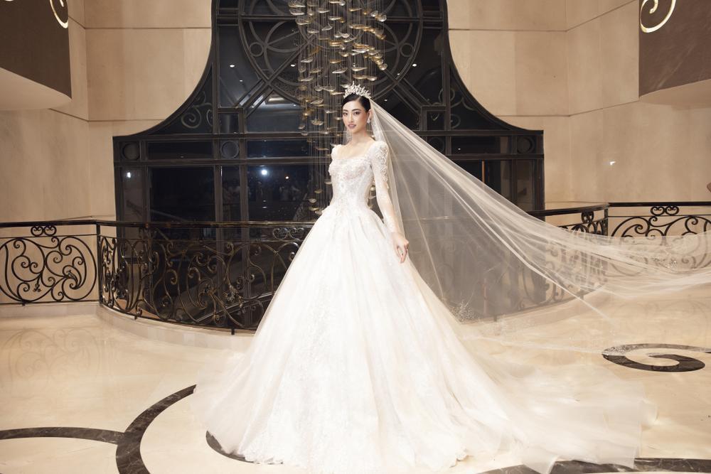 Lương Thùy Linh lập kỷ lục với chiếc váy cưới của NTK Anh Thư được đấu giá cao nhất lịch sử Vbiz Ảnh 6