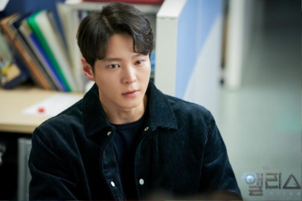 Họp báo phim mùa Covid-19, Kim Hee Sun hài hước 'tám chuyện' với Joo Won qua lăng kính nhiệm màu Ảnh 9
