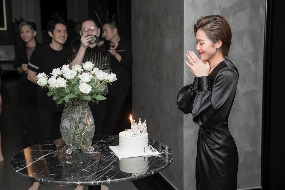 'Gia đình văn hóa' bí mật tổ chức sinh nhật cho Khả Ngân: Luôn là em út được cưng chiều 'hết nấc'! Ảnh 3