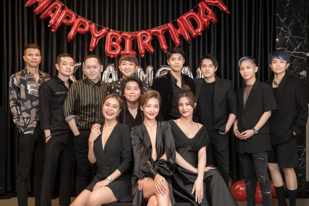 'Gia đình văn hóa' bí mật tổ chức sinh nhật cho Khả Ngân: Luôn là em út được cưng chiều 'hết nấc'! Ảnh 4