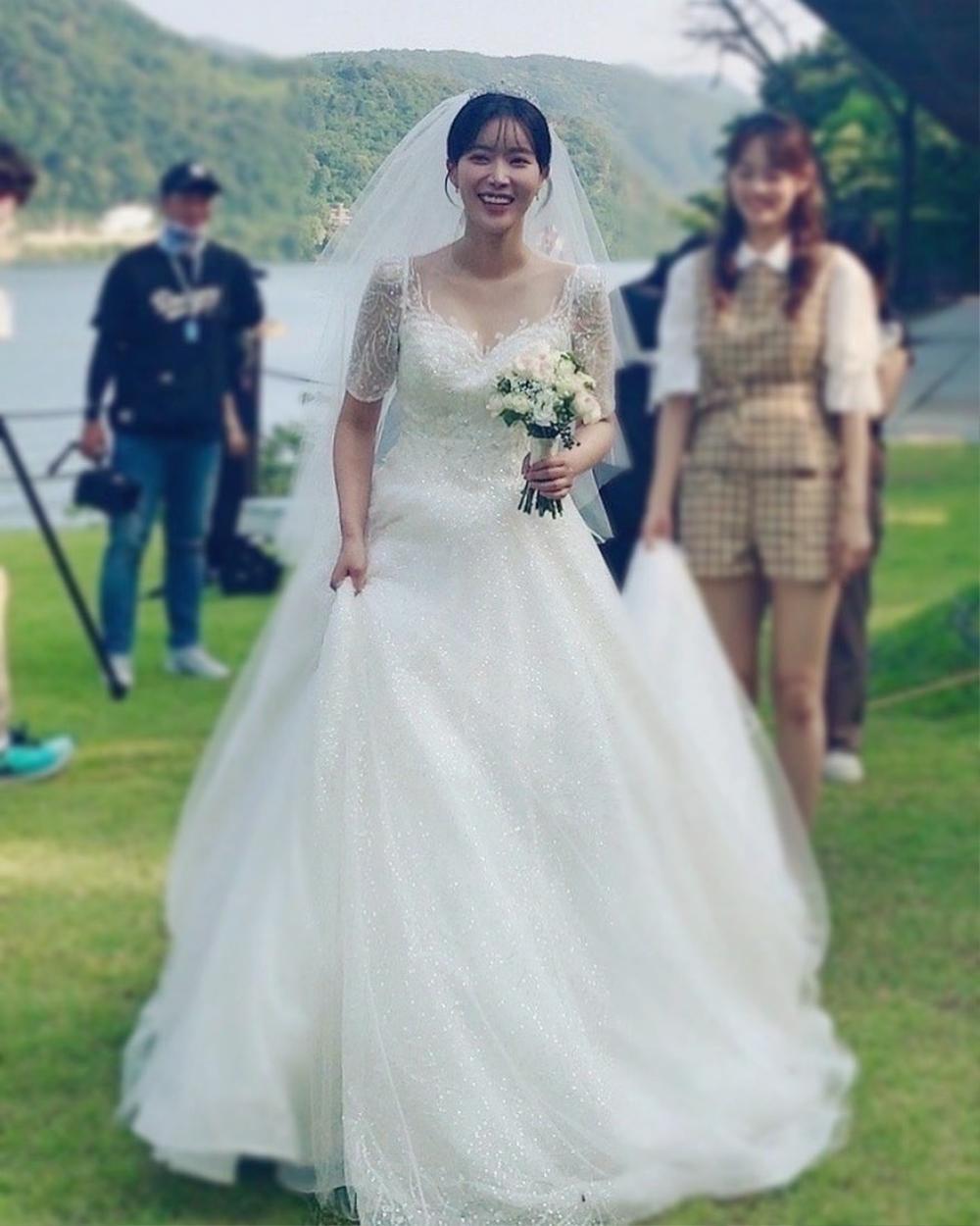 Lộ ảnh hôn lễ đẹp như cổ tích của Im Soo Hyang và Ha Seok Jin Ảnh 4