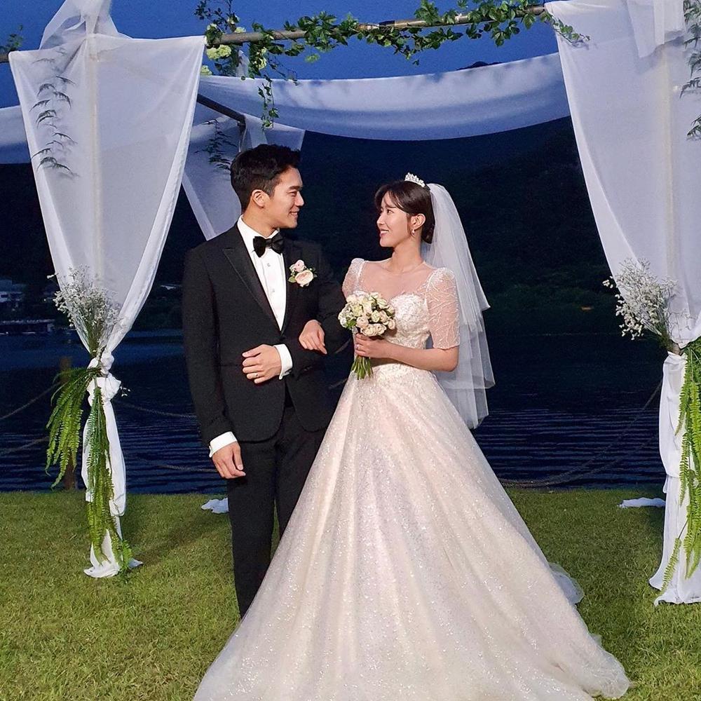 Lộ ảnh hôn lễ đẹp như cổ tích của Im Soo Hyang và Ha Seok Jin Ảnh 1