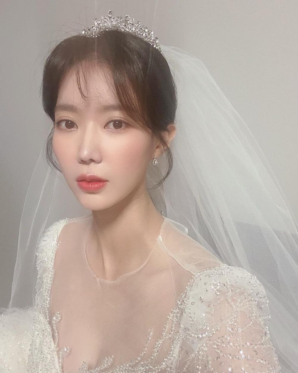 Lộ ảnh hôn lễ đẹp như cổ tích của Im Soo Hyang và Ha Seok Jin Ảnh 5