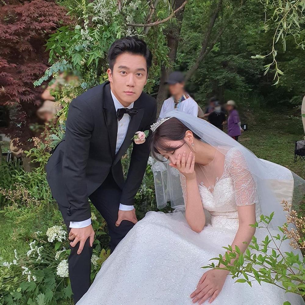 Lộ ảnh hôn lễ đẹp như cổ tích của Im Soo Hyang và Ha Seok Jin Ảnh 2