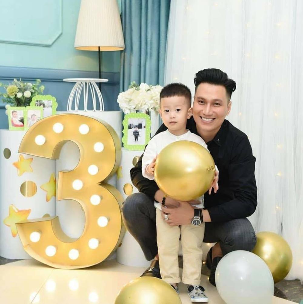 Việt Anh cùng vợ cũ Hương Trần ăn tối lãng mạn bên con trai kỷ niệm 1 năm rưỡi ngày ly hôn Ảnh 7