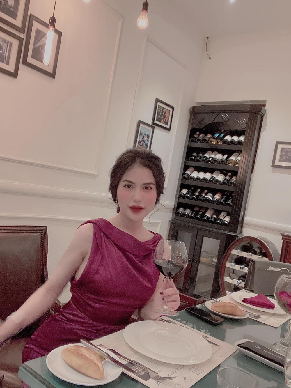 Việt Anh cùng vợ cũ Hương Trần ăn tối lãng mạn bên con trai kỷ niệm 1 năm rưỡi ngày ly hôn Ảnh 4