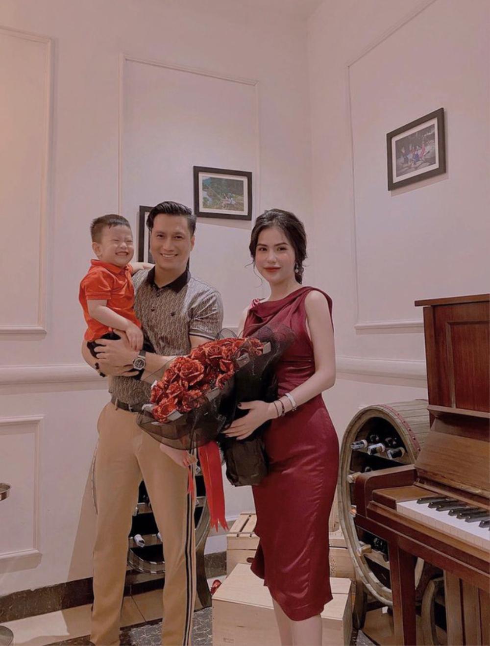 Việt Anh cùng vợ cũ Hương Trần ăn tối lãng mạn bên con trai kỷ niệm 1 năm rưỡi ngày ly hôn Ảnh 2