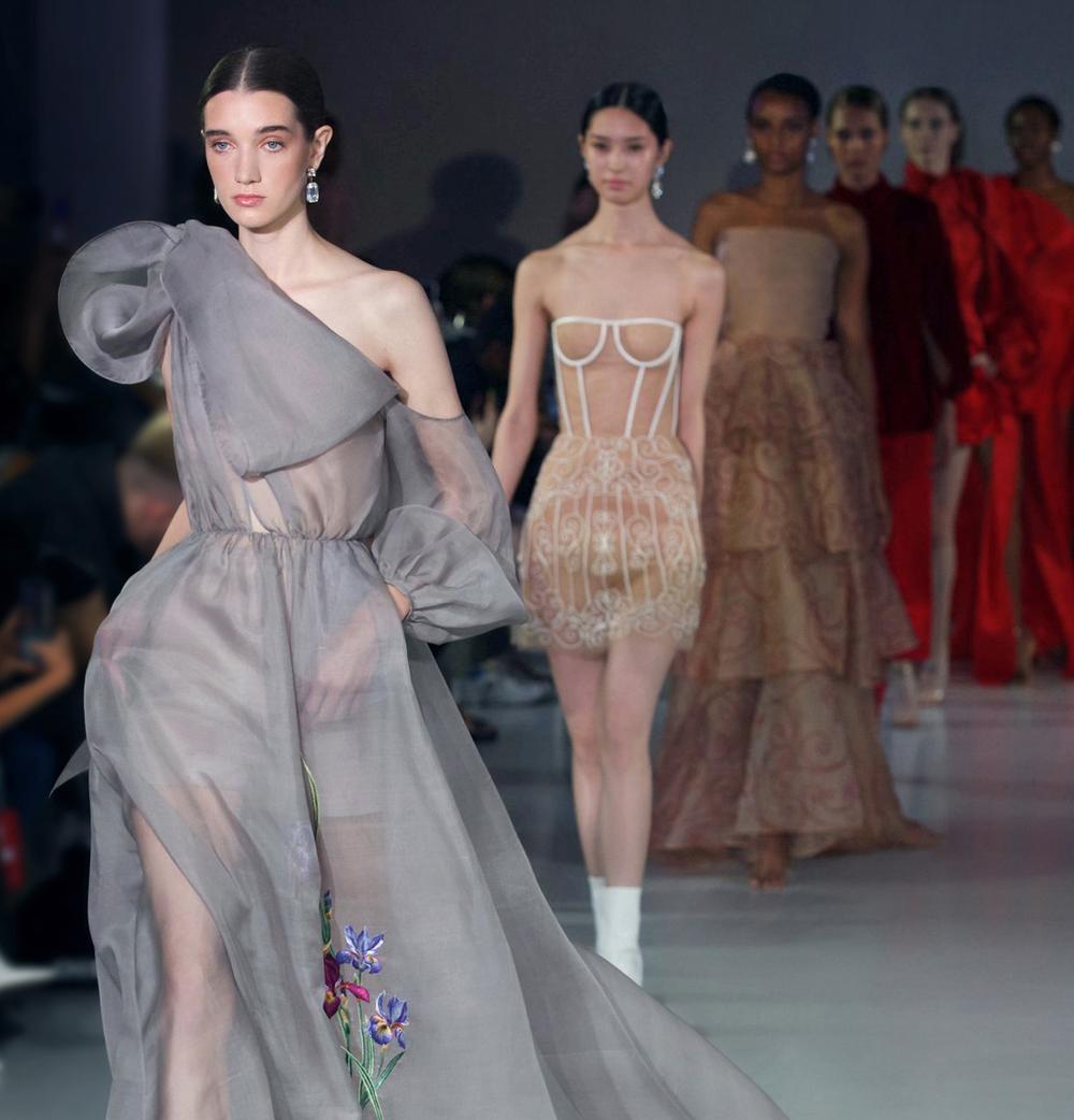 Góc tự hào: Trần Hùng chính thức trở thành thành viên nhà Thiết kế của Hiệp hội Thời trang Anh Quốc Ảnh 13