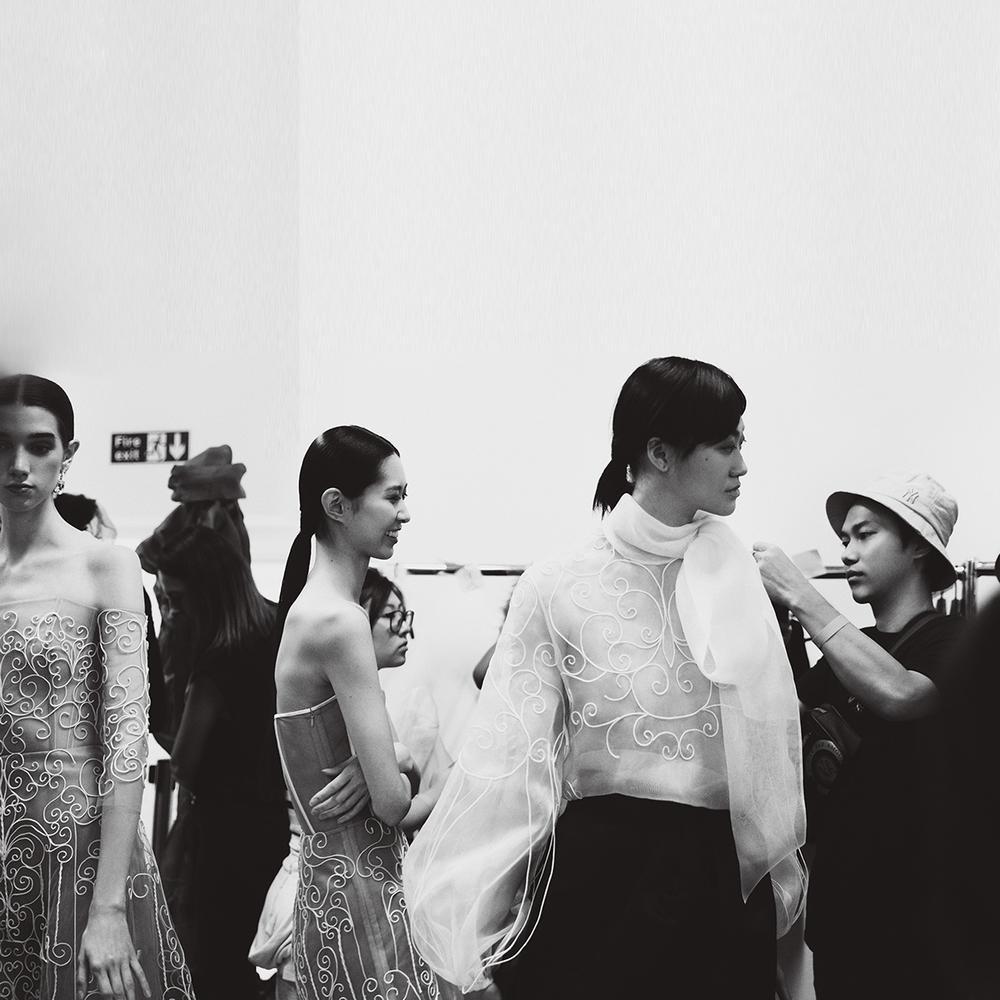 Góc tự hào: Trần Hùng chính thức trở thành thành viên nhà Thiết kế của Hiệp hội Thời trang Anh Quốc Ảnh 15