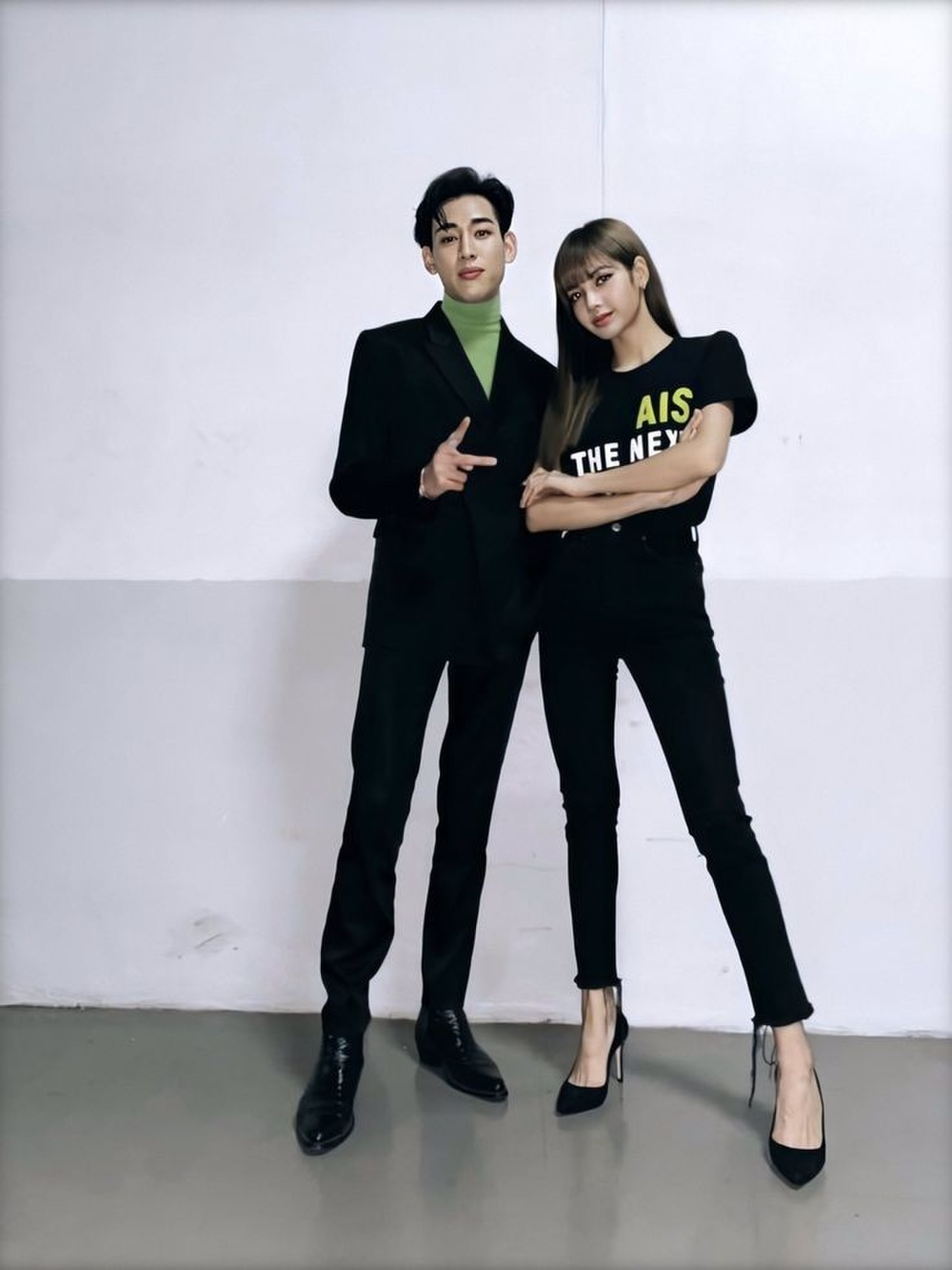 Bang Chan (Stray Kids) bất ngờ gây chú ý khi tiết lộ mối quan hệ với Lisa (BlackPink) Ảnh 6