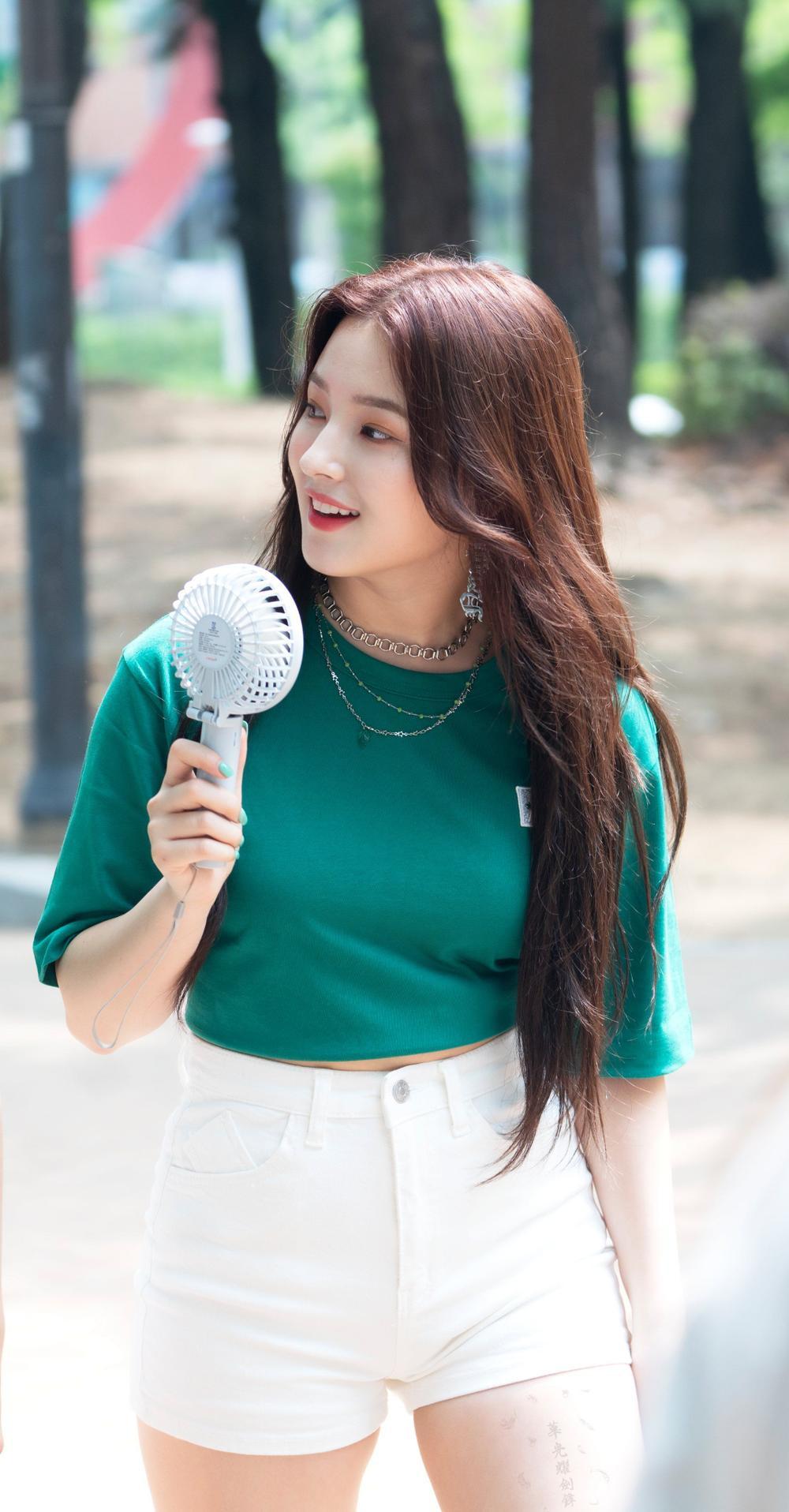 Visual thách thứ chuẩn mực sắc đẹp của các nữ Idols K-Pop Ảnh 13