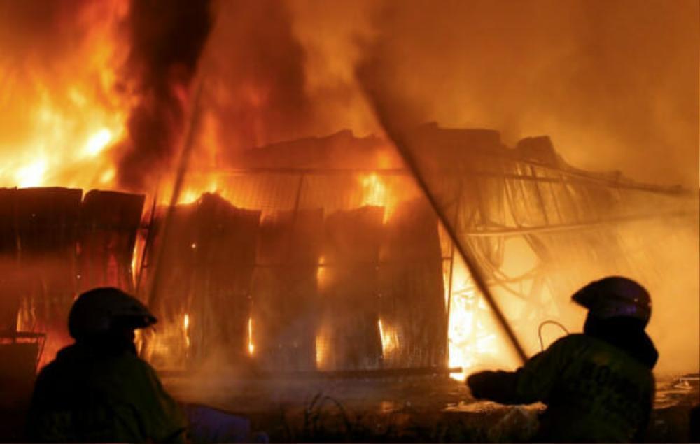 Cháu trai châm lửa đốt trụi nhà bà ngoại, nguyên do phía sau khiến ai nghe cũng rùng mình Ảnh 2